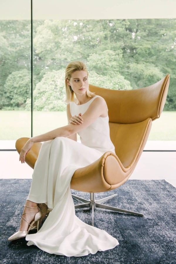boat neck sleeveless plain wedding dress