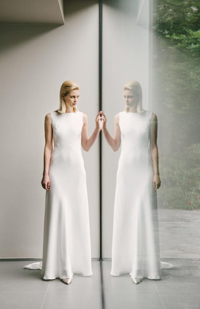 boat neck sleeveless plain wedding dress
