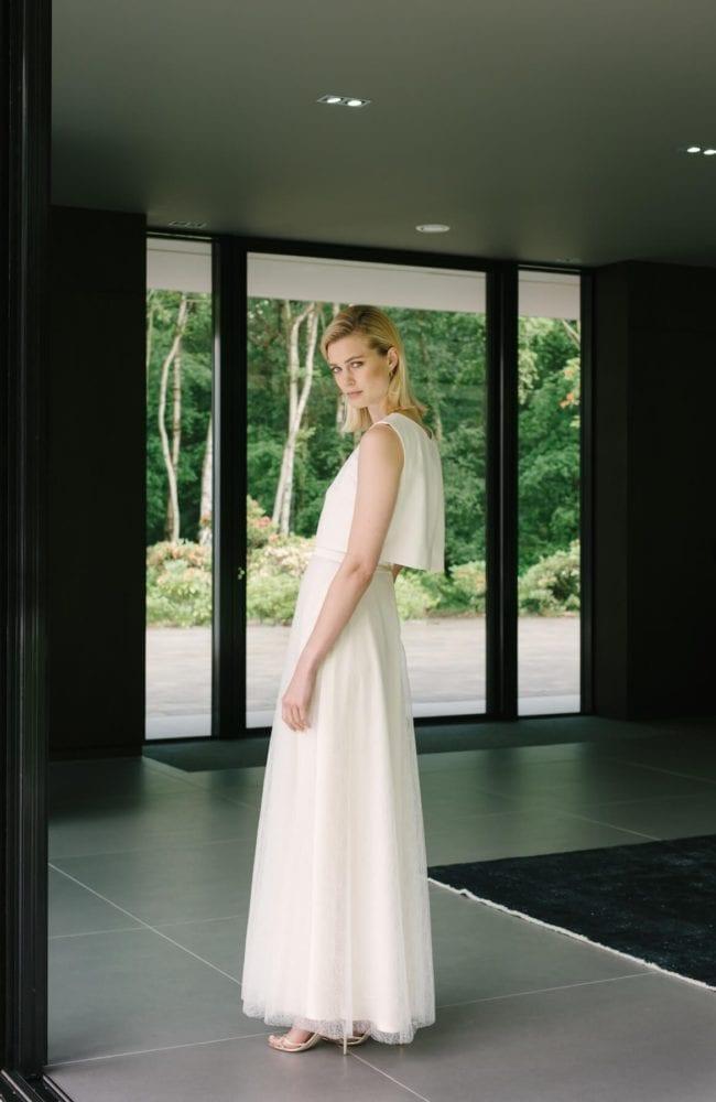 sleeveless plain wedding dress